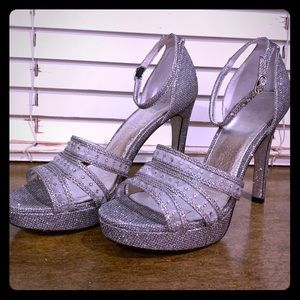 Glam glitz and all up in the mix- SPARKLY PUMPS